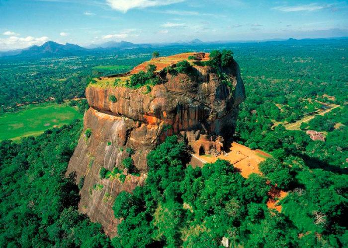 Sigiriya-lion-Sri-Lanka