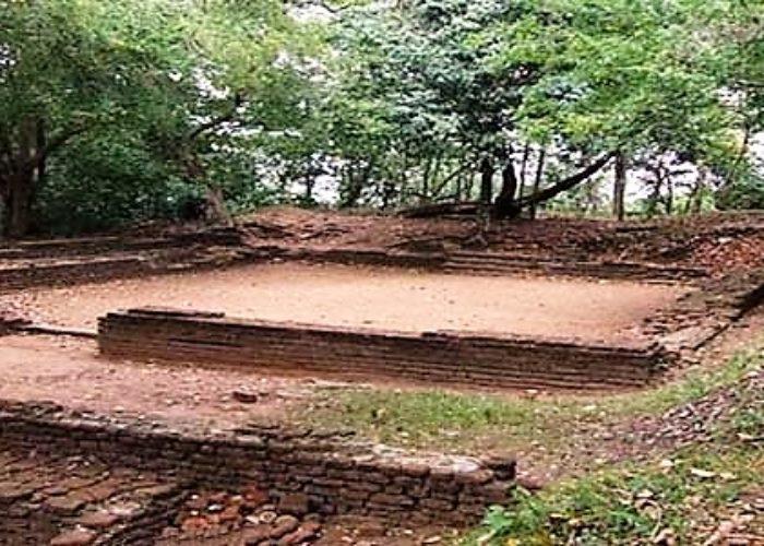 Dambadeniya-Maliga-Gala