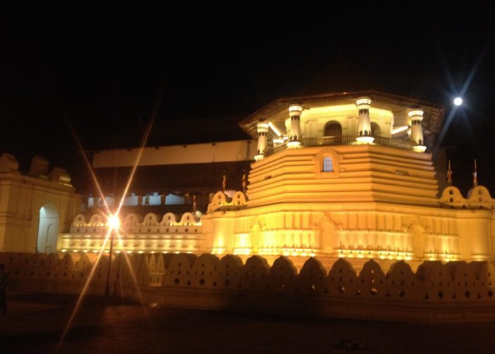 Kandy Templein the night