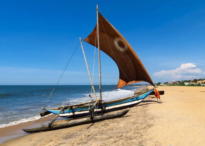negombo-beach-boat