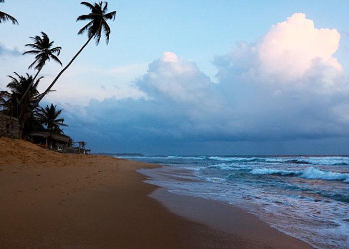 waikkal-beach-lanka