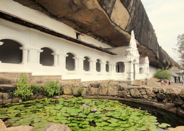 dambulla temple rock