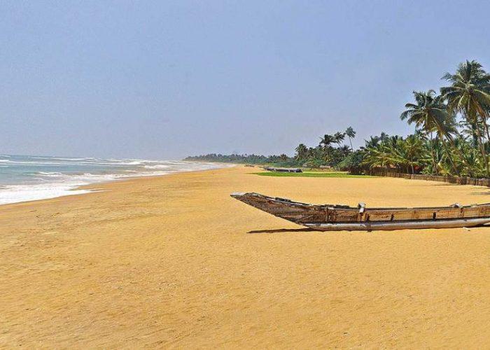 beach Wadduwa boat